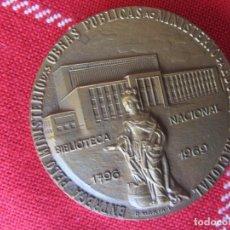Trofeos y medallas: MEDALLA CONMEMORATIVA BIBLIOTECA NACIONAL 1796.1969. LISBOA. . Lote 169198932