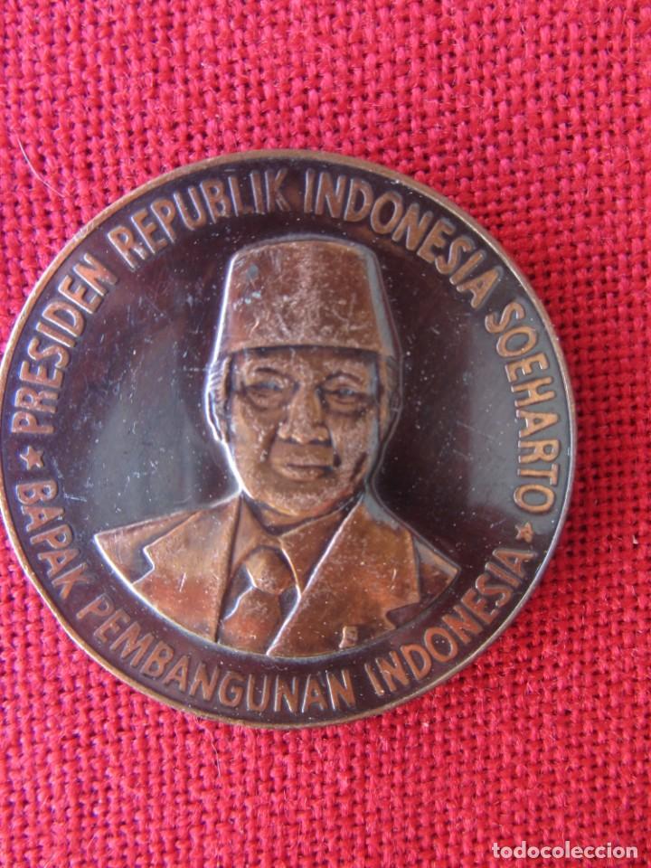 MEDALLA CONMEMORATIVA. PRESIDENTE DE INDONESIA 1983 (Numismática - Medallería - Trofeos y Conmemorativas)