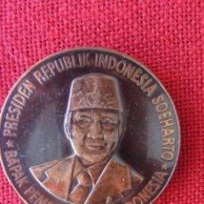 Trofeos y medallas: MEDALLA CONMEMORATIVA. PRESIDENTE DE INDONESIA 1983. Lote 169235036