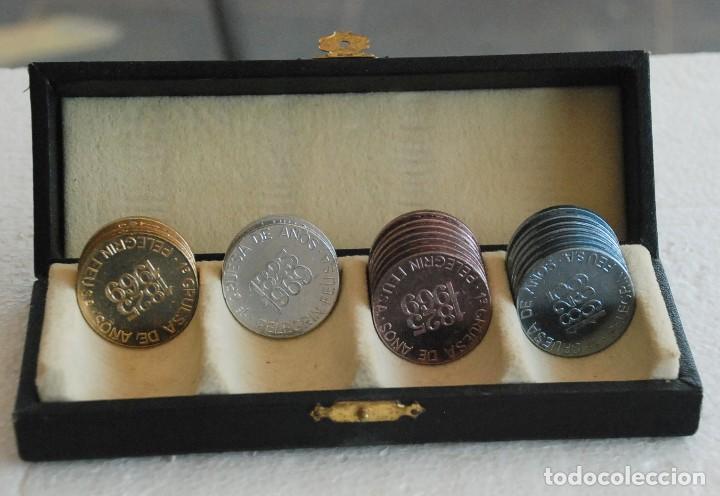 ESTUCHE MEDALLA FICHA CONMEMORATIVA DE BOTONES TRES CERCOS, PELEGRIN FEU, 144 ANIVERSARIO. AÑO 1969 (Numismática - Medallería - Trofeos y Conmemorativas)