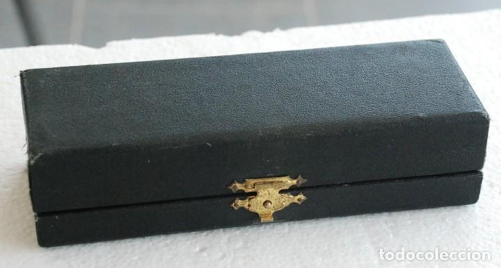 Trofeos y medallas: ESTUCHE Medalla ficha conmemorativa de botones tres cercos, Pelegrin Feu, 144 aniversario. Año 1969 - Foto 3 - 169929652