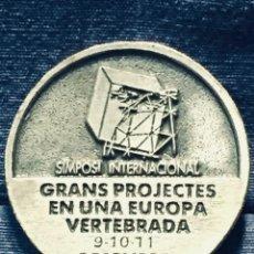 Trofeos y medallas: MEDALLA ALUMINIO SIMPOSIO INTERNACIONAL GRANDES PROYECTOS GRANS PROJECTES EUROPA 1987 5,5CMS. Lote 170222536