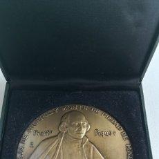 Trofeos y medallas: MEDALLA BRONCE III CENTENARIO CAJA DE AHORROS Y MONTE DE PIEDAD DE MADRID. FRANCISCO PIQUER.. Lote 172771960