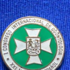 Trofeos y medallas: EMBLEMA CONGRESO DE ODONTOLOGIA 1950. Lote 176281848
