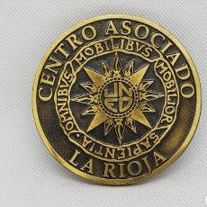 Trofeos y medallas: MEDALLA CONMEMORATIVA - UNED - LA RIOJA - CAR164. Lote 176700198