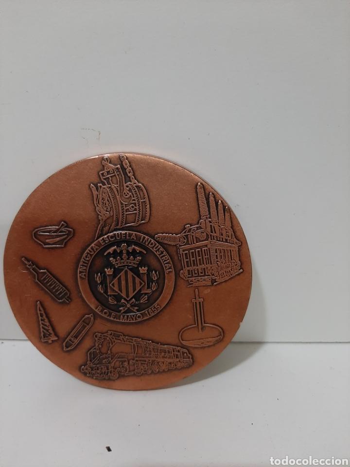 Trofeos y medallas: Medalla medallón de Antigua escuela industrial de Valencia. Mayo de 1855. - Foto 2 - 177729330