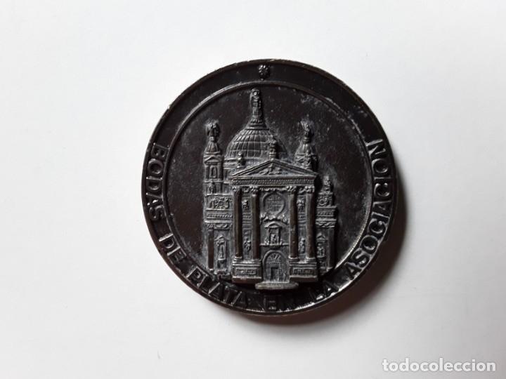 Trofeos y medallas: Moneda conmemorativa de las Bodas de Plata de la Asociación de María Auxiliadora. 5 cm diámetro - Foto 5 - 177784308