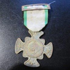 Trofeos y medallas: MEDALLA EPOCA DE FRANCO - CONDECORACIÓN DE COLEGIO - PREMIO - LEGIÓN DE HONOR. Lote 178656465