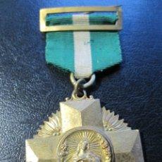 Trofeos y medallas: MEDALLA EN BRONCE DORADO COLEGIO DE LA COMPAÑIA DE MARIA, MEDALLA COLEGIAL.. Lote 178656853