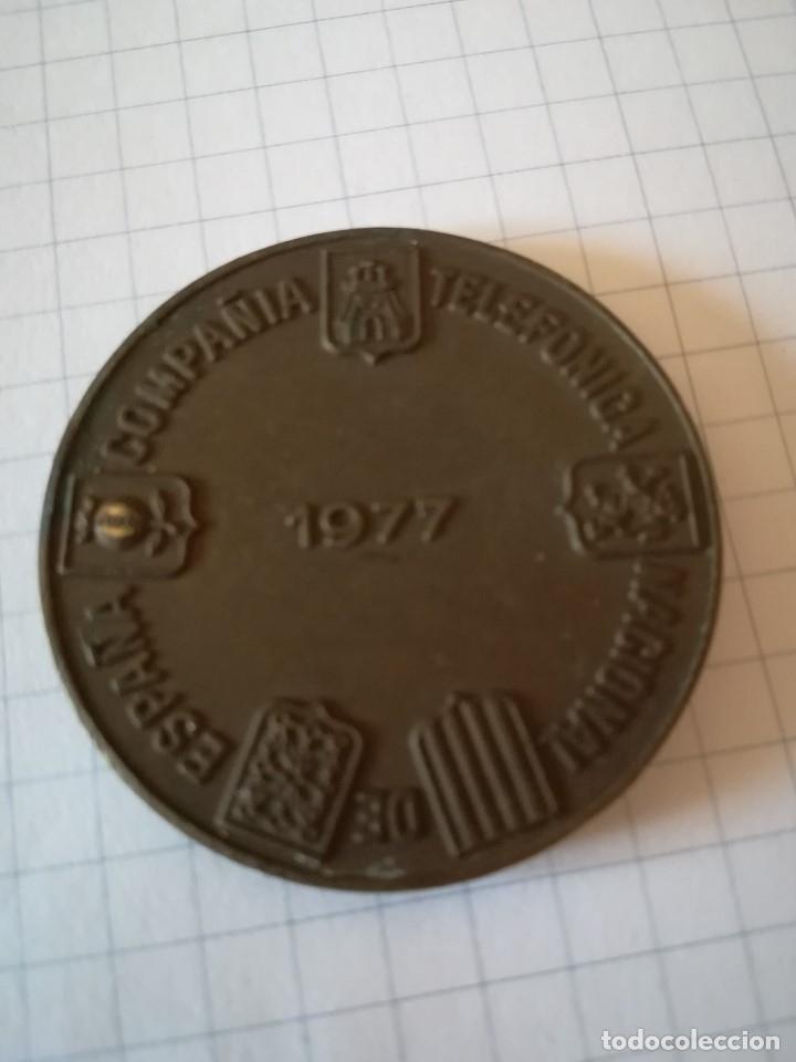 Trofeos y medallas: MEDALLÓN BRONCE CONMEMORATIVO DE TELEFONICA. 1977 - Foto 2 - 178969051