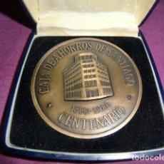 Trofeos y medallas: MEDALLA CONMEMORATIVA CENTENARIO CAJA DE AHORROS DE SANTIAGO. 1880 - 1980.. Lote 179097313