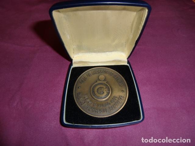 Trofeos y medallas: Medalla Conmemorativa Centenario Caja de Ahorros de Santiago. 1880 - 1980. - Foto 3 - 179097313