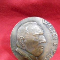 Trofeos y medallas: MEDALLA CONMEMORATIVA EN BRONCE DE - WALTER E. KAEGI -. Lote 182024777