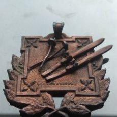 Trofeos y medallas: PRECIOSA MEDALLA EN RELIEVE DE ESQUÍ.. Lote 182159687