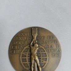 Trofeos y medallas: MEDALLA CONMEMORATIVA EN BRONCE XVII EXPOSICAO EU ROPEIA DE ARTE, CIENCIA E CULTURA, VASCO BIRARDO. Lote 182884541