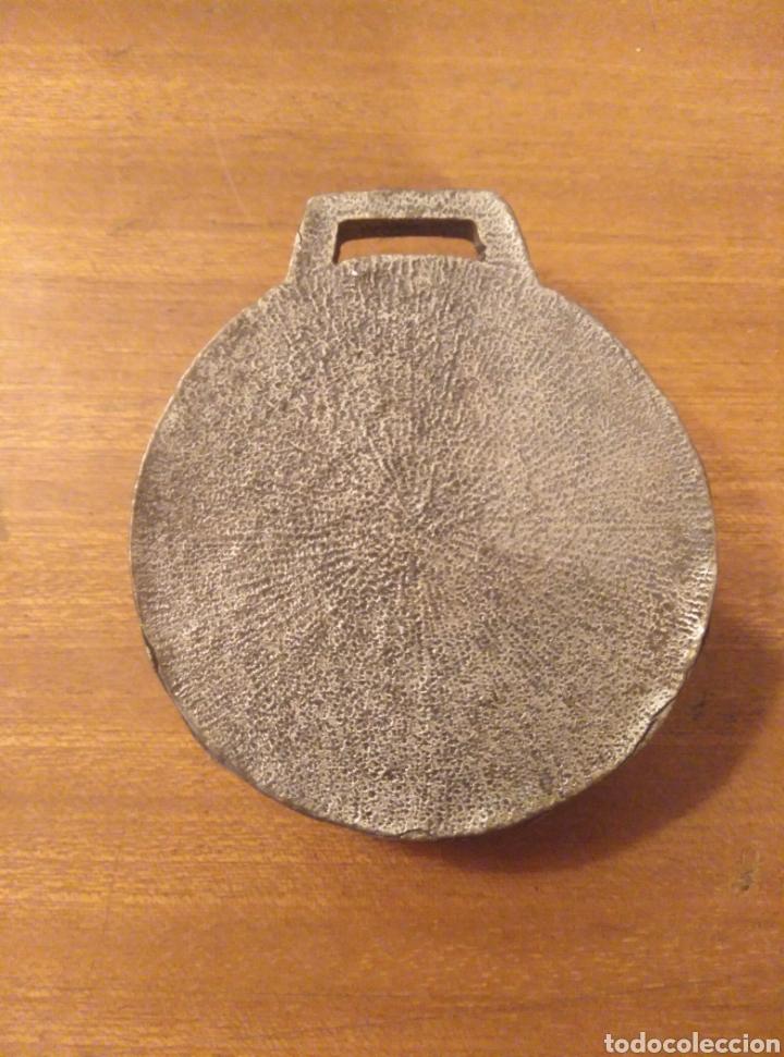 Trofeos y medallas: Medalla metal Ajuntament Cornellà de Llobregat diámetro 5 cm - Foto 2 - 183193191