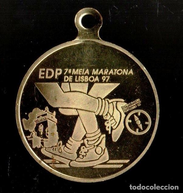 Trofeos y medallas: MEDALLA DEPORTIVA MARATONA DE LISBOA. DORADA. MEDALLA-063 - Foto 2 - 183256678