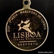 Trofeos y medallas: MEDALLA DEPORTIVA MARATONA DE LISBOA. DORADA. MEDALLA-064. Lote 183257073