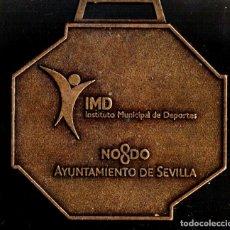 Trofeos y medallas: MEDALLA DEPORTIVA. XXIII MARATÓN CIUDAD DE SEVILLA. AYUNTAMIENTO DE SEVILLA. MEDALLA-070. Lote 183308723