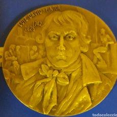 Trofeos y medallas: LUIZ DAVIZ PINTOR MEDALLON DE BRONCE. Lote 183529750