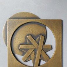 Trofeos y medallas: MEDALLA CONMEMORATIVA EN BRONCE BANCO DE FOMENTO NACIONAL LISBOA 1983, FIRMADA. Lote 183932782