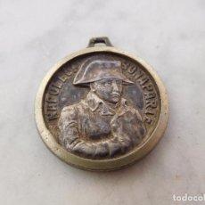 Trofeos y medallas: MEDALLA DE BRONCE PLATEADO NAPOLEON BONAPARTE WATERLOO. Lote 191473893
