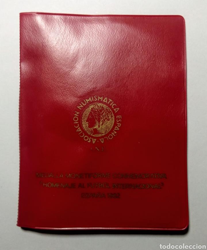 Trofeos y medallas: 1982. Cartera A.N.E. V Semana Nacional Numismàtica. - Foto 2 - 192010935