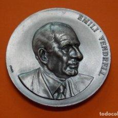 Trofeos y medallas: A EMILI VENDRELL HOMENATGE AL CANTAIRE DE CATALUNYA. BARCELONA 1976 - MEDALLA DE METAL .. L611. Lote 192723517
