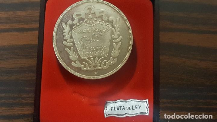 Trofeos y medallas: MEDALLA CONMEMORATIVA 25 ANIVERSARIO ZAPATILLAS PONS QUINTANA EN PLATA 800. 4CM. - Foto 2 - 192899480