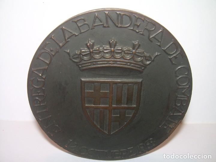 ANTIGUA MEDALLA.BARCELONA AL DEDALO ENTREGA DE LA BANDERA .PRIMER PORTAVIONES DE LA ARMADA ESPAÑOLA (Numismática - Medallería - Trofeos y Conmemorativas)