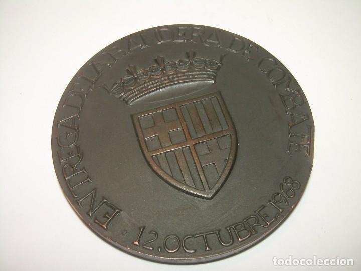 Trofeos y medallas: ANTIGUA MEDALLA.BARCELONA AL DEDALO ENTREGA DE LA BANDERA .PRIMER PORTAVIONES DE LA ARMADA ESPAÑOLA - Foto 3 - 193315536