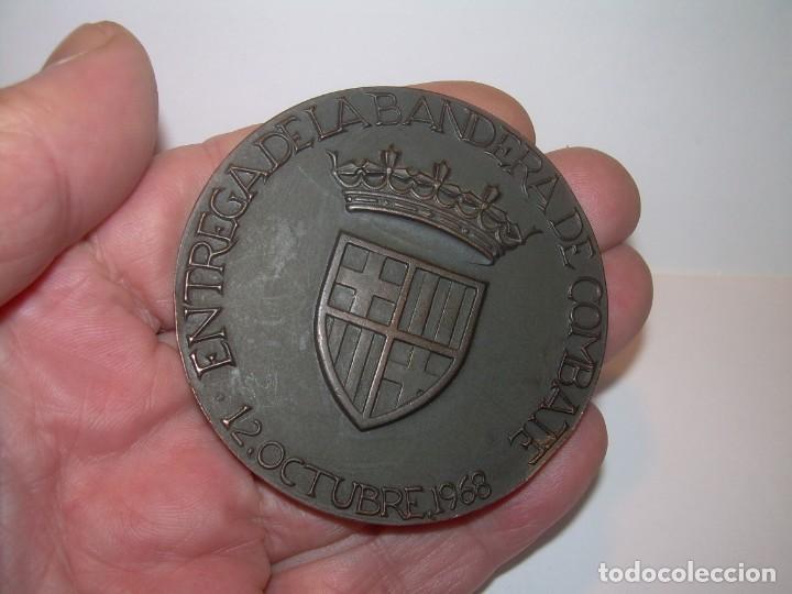 Trofeos y medallas: ANTIGUA MEDALLA.BARCELONA AL DEDALO ENTREGA DE LA BANDERA .PRIMER PORTAVIONES DE LA ARMADA ESPAÑOLA - Foto 5 - 193315536