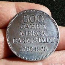 Trofeos y medallas: MEDALLA 300 JAHRE MERCK DARMSTADT 1668-1968 PLATA DIJE ALEMANIA 300 ANIVERSARIO. Lote 194205205