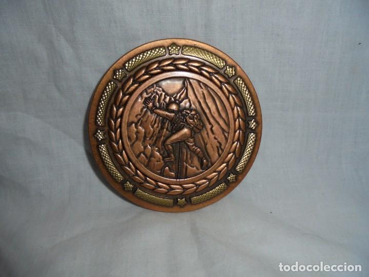 MEDALLA GRUPO DE MONTAÑEROS VETUSTA 8º TROFEO EXCURSIONES COLECTIVAS 1996 (Numismática - Medallería - Trofeos y Conmemorativas)