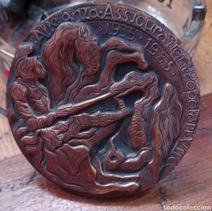 Trofeos y medallas: Medalla del 50 aniversario Alianza de seguros 1935-1985 inc. Bodini - Foto 3 - 194244037
