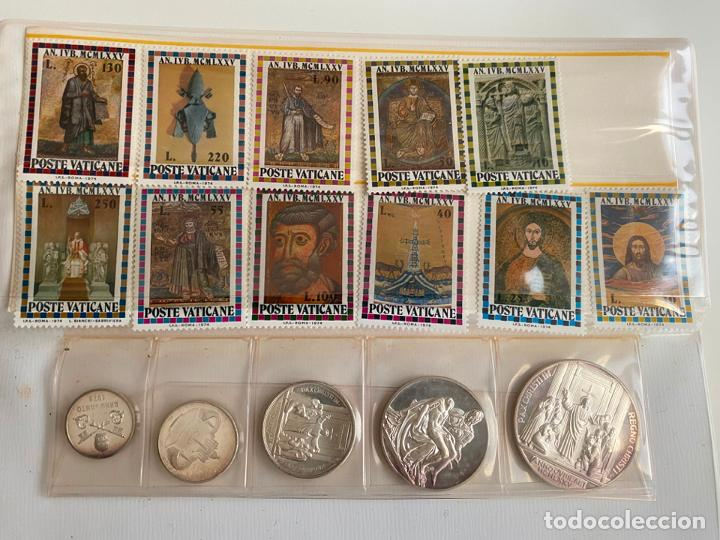 Trofeos y medallas: ANNO SANTO MCMLXXV , ESTUCHE DEL VATICANO CON MEDALLAS DE PLATA Y SELLOS - Foto 3 - 194287455