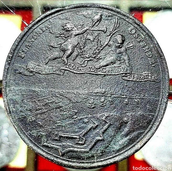 Trofeos y medallas: Medalla Carlos II / Batalla Region de Flandes/ 42mm / 40,42 gramos/ Bronce - Foto 2 - 194504818