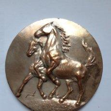 Trofeos y medallas: MEDALLA CONMEMORATIVA FERIA DEL CABALLO. JEREZ 80. Lote 194519356