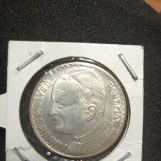 Trofeos y medallas: MONEDA MEDALLA VISITA A ESPAÑA JUAN PABLO II, PLATA . Lote 194535671