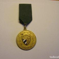 Trofeos y medallas: ANTIGUA MEDALLA ESCOLAR CUBANA. A LA BUENA CONDUCTA. ESMALTES AL FUEGO.. Lote 194588228