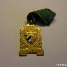 Trofeos y medallas: ANTIGUA MEDALLA ESCOLAR CUBANA. ASISTENCIA. ESMALTES AL FUEGO.. Lote 194588465