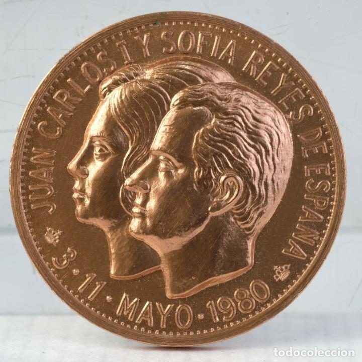 MEDALLA EN COBRE JUAN CARLOS Y SOFIA REYES DE ESPAÑA - 11 MAYO 1980 - 39 MM (Numismática - Medallería - Trofeos y Conmemorativas)