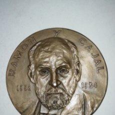 Trofeos y medallas: MEDALLA RAMON Y CAJAL 1852 1934 JOSÉ DE MOURA. Lote 194737115
