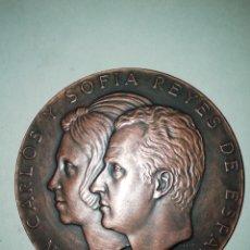 Trofeos y medallas: MEDALLA FNMT JUAN CARLOS Y SOFÍA MARÍN 1975. 8CM. Lote 194737676