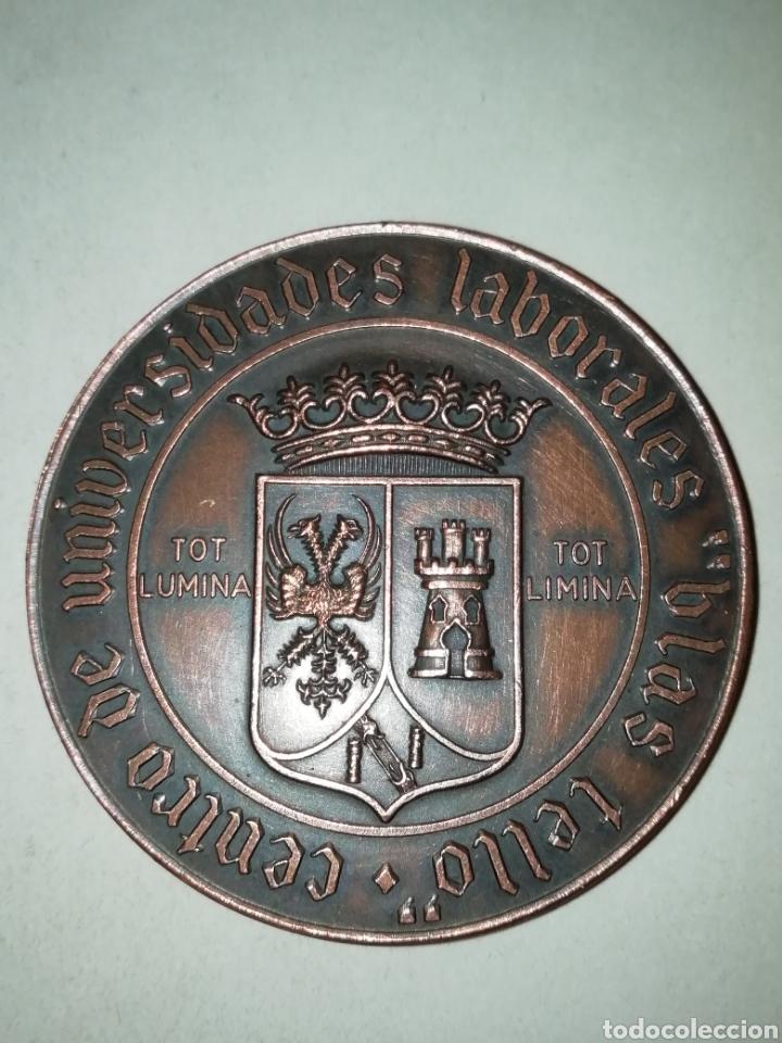 GRAN MEDALLA CENTRO DE UNIVERSIDADES LABORALES BLAS TELLO (Numismática - Medallería - Trofeos y Conmemorativas)