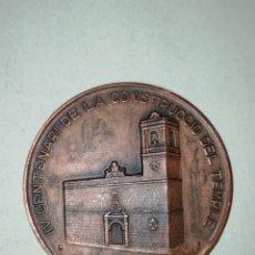 Trofeos y medallas: MEDALLA IV CENTENARIO DE LA CONSTRUCCIÓN DEL TEMPLE PARROQUIA DE PEDREGER. Lote 194740333