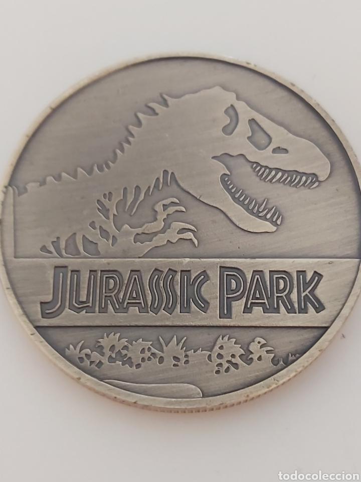 EXCLUSIVA MONEDA HOMENAJE A LA PELÍCULA DE JURASSIC PARK (Numismática - Medallería - Trofeos y Conmemorativas)