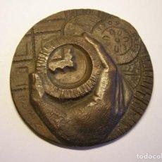 Trofeos y medallas: GRAN MEDALLA LONJA DE COLECCIONISTAS DE REUS. AÑO 1975. . Lote 194951856