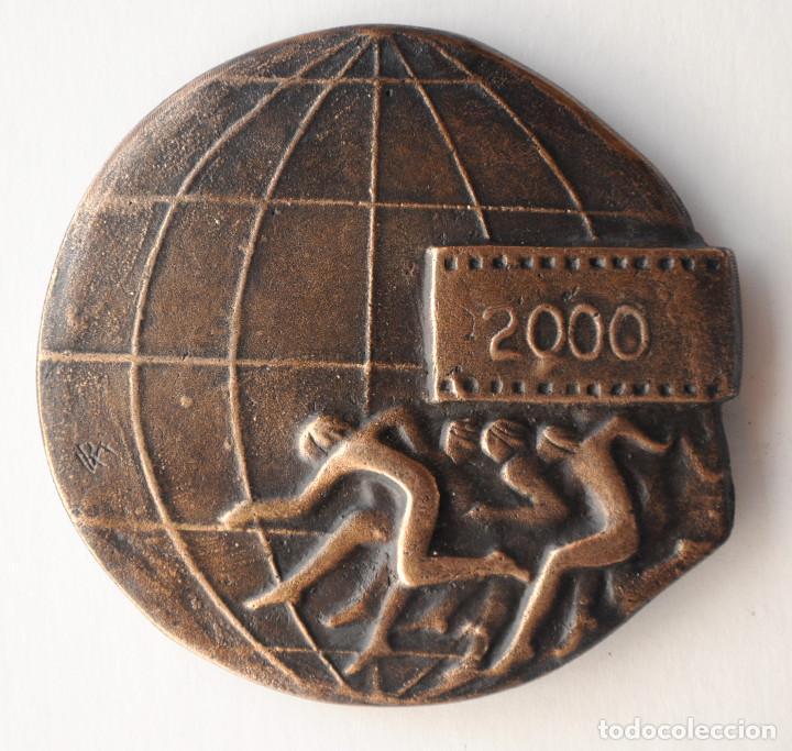 MEDALLA BRONCE FOTOSPORT 2000. AUTOR: RAMON FERRAN (Numismática - Medallería - Trofeos y Conmemorativas)