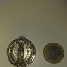 Trofeos y medallas: MEDALLA RELIGIOSA - 25 PEREGRINACION A LOURDES BARCELONA 1910-1973. Lote 195201736